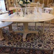 Restauruotas, apvalus, išskleidžiamas stalas, antikinės kolonos formos pagrindu. 790€