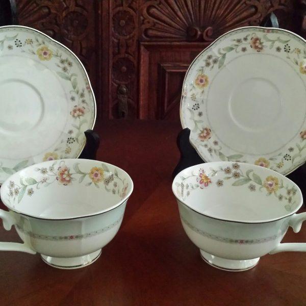 Porcelianiniai puodeliai 2-1