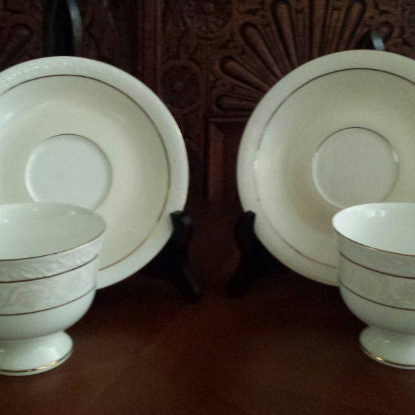 Porcelianiniu puodeliu komplektas 3