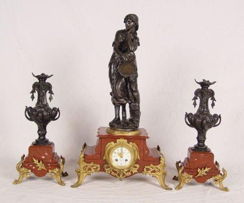 "Laikrodis iš ""Le Comptoir Général""  parduotuvės."