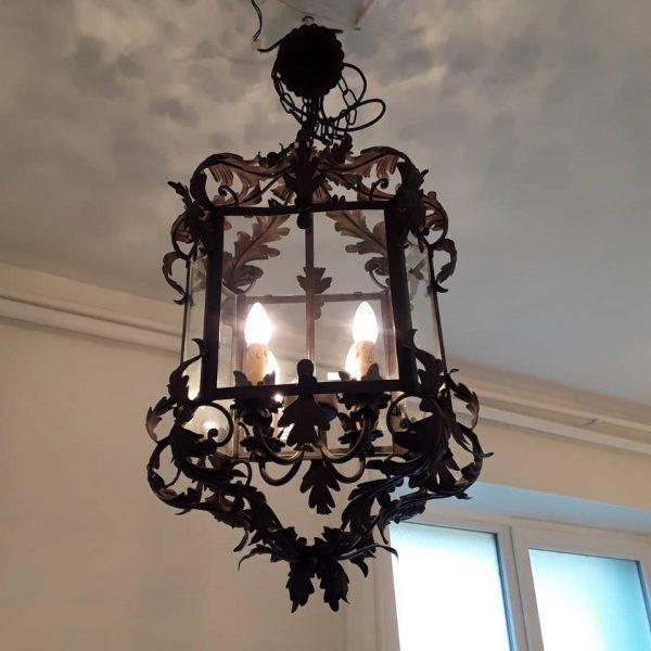 Metalinis šviestuvas ant grandinės 1