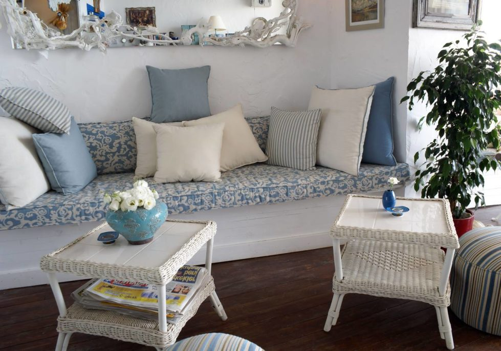 Provence-Style-Furniture-980x685