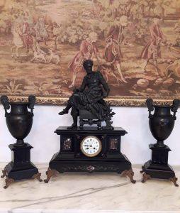 """Laikrodis iš """"Le Comptoir Général""""  parduotuvės. """"Senovės prabanga"""" prekė."""