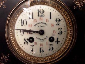 """Laikrodžio ciferblatas iš """"Le Comptoir Général""""  parduotuvės. """"Senovės prabanga"""" prekė"""