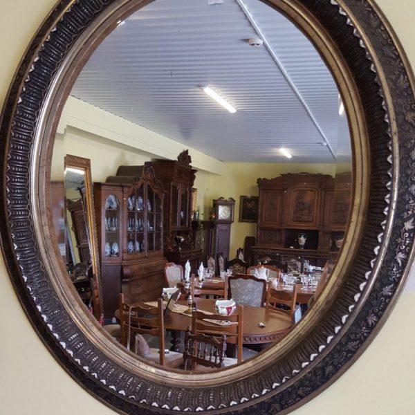 120,00€ Ovalo formos veidrodis, reljefiniais ornamentais dekoruotu rėmu.