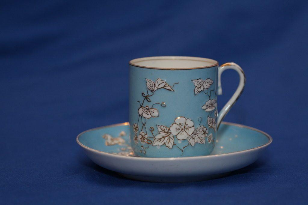 M.S. Kuznecovo fabriko porcelianinis puodelis su lėkštute, 1891-1917 metai.