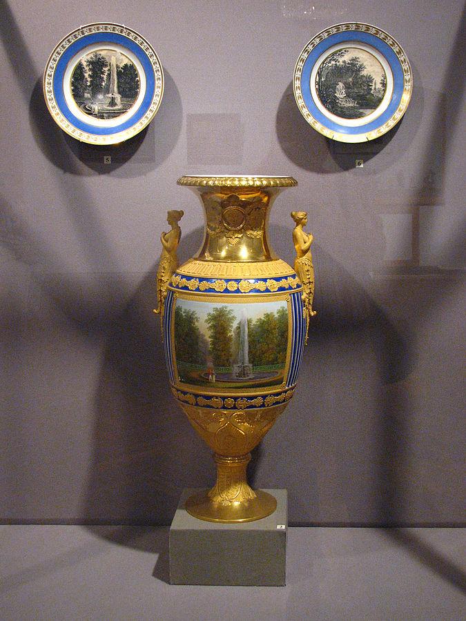 Imperatoriškojo fabriko porcelianas  Rusijos imperatorių rezidencijose Peterhofe ir Tsarskoje Selo.