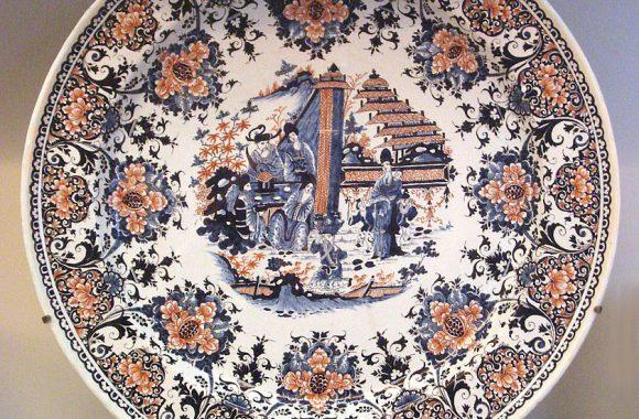 840px-Rouen_faience_plate_circa_1730