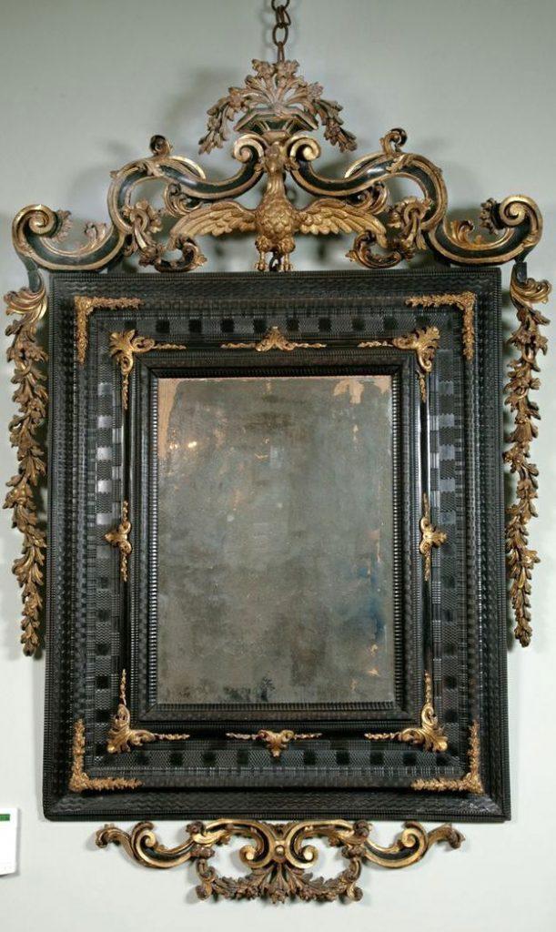 18 a. pradžioje pagamintas Venecijietiškas veidrodis