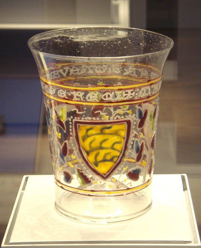 Venecijos stiklas su emalės dekoracija. Ši technika perimta iš Islamo šalių (1330 metai).