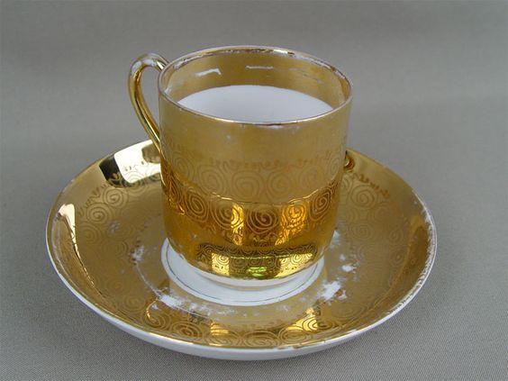 M.S. Kuznecovo fabriko porcelianinis puodelis, 19 amžius.