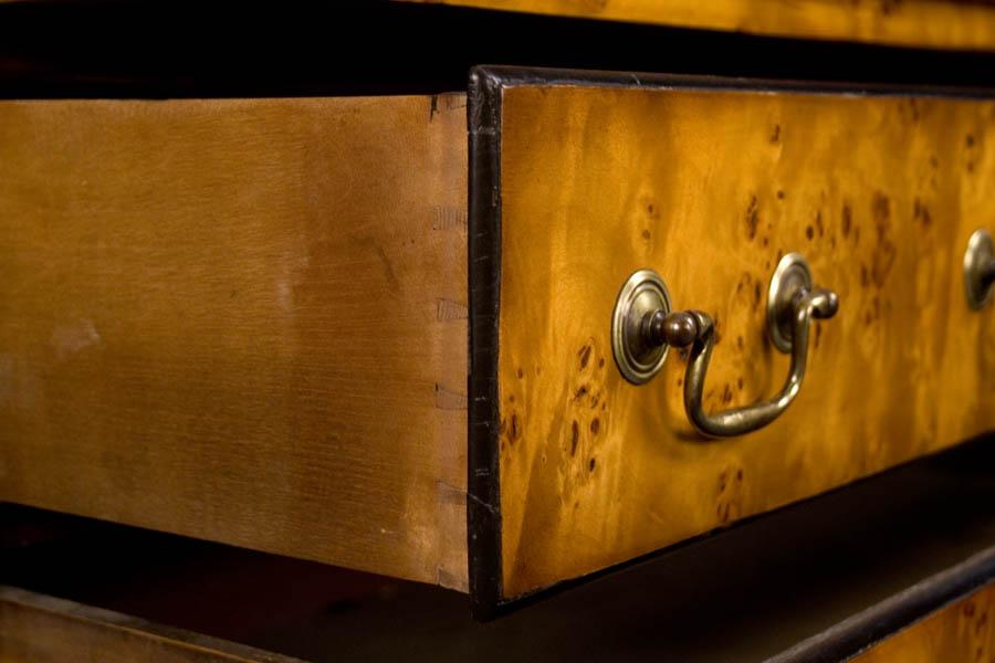Šis stalčius suleistas naudojant rankinius įrankius. Jungtys retesnės ir jų mažiau, bei ne tokios lygios.