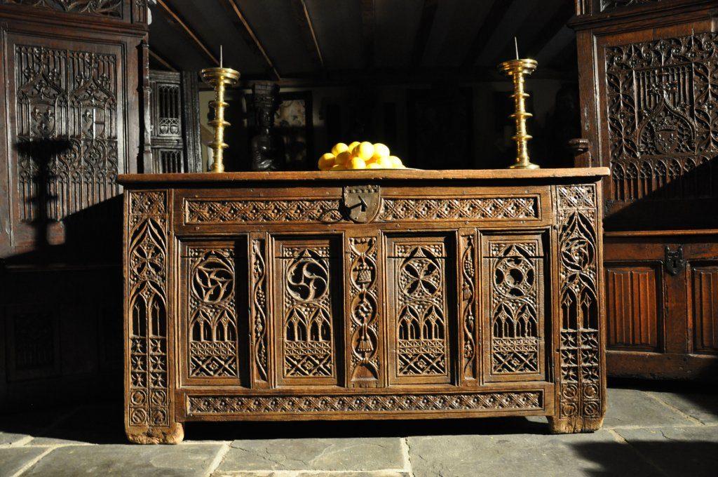 Viduramžių ąžuolinis altorius.