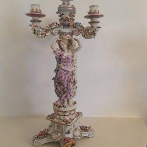 Keramikinė žvakidė dekoruota rankomis. Auksuota. Dedasi keturios žvakės. Aukštis 80 cm.