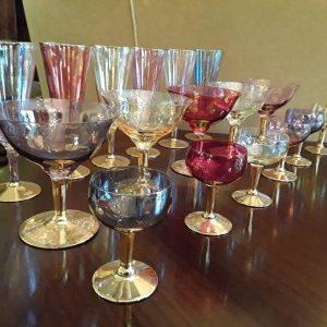 Spalvoto stiklo taurės 18 vnt. 150€