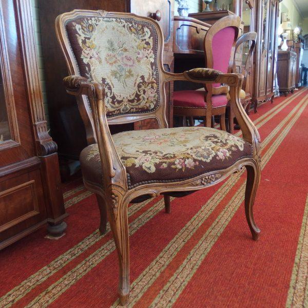 Prancūzijos karaliaus Liudviko XV stiliaus krėslas.  101,37€