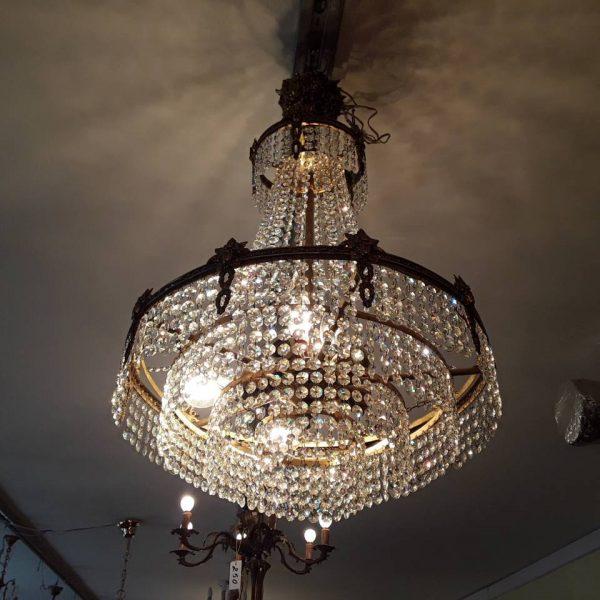 Krištolinis sietynas 450,00€ Bronzinis. 8 lempučių Diametras 47 cm Aukštis 75 cm