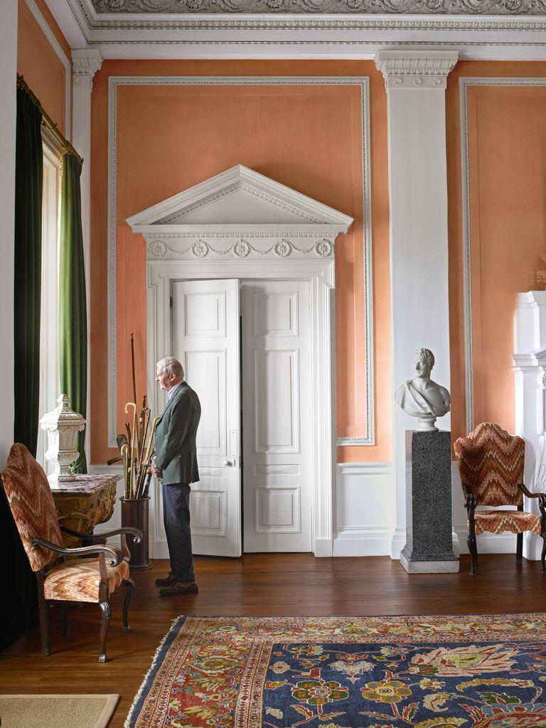 Rūmų šeimininkas Hamilton rūmų prieškambaryje.