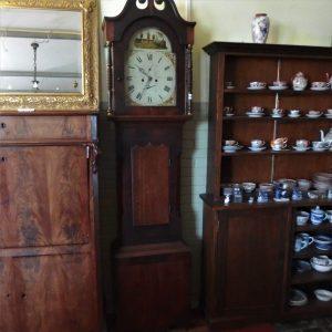 XVII a. Laikrodis 550,00€ XVIII a. autentiškas pastatomas laikrodis, su aliejiniais dažais nutapytu ciferblatu.