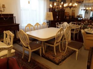 Stalas + 8 kėdės 1690€