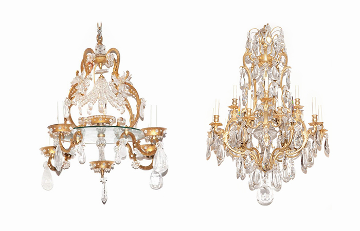 Kairėje: Prancūziško stiliaus šviestuvas parduotas už 7500 $ Doyle New York aukcione (2017 metais). Dešinėje: Prancūziškas bronzinis šviestuvas parduotas už 6500 $, taip pat Doyle New York aukcione
